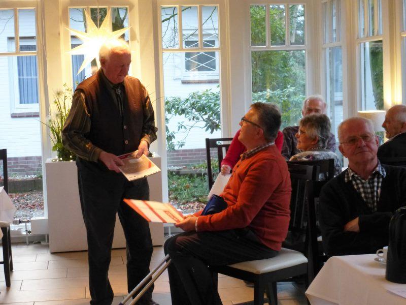 Kalle Scheele ehrt Bernard Debbeler